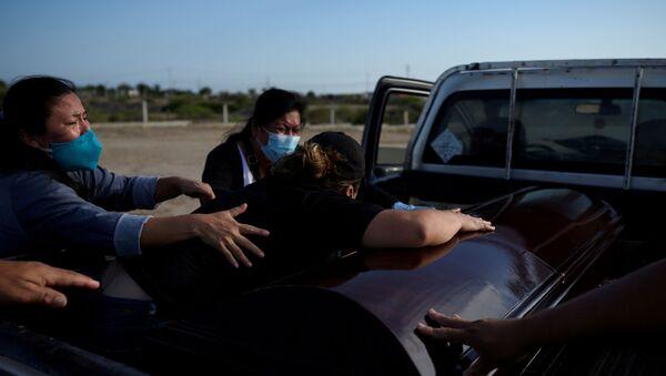 Sulin Sarango llora la muerte de su padre, víctima del coronavirus, en  Chanduy, Ecuador - Sputnik Mundo