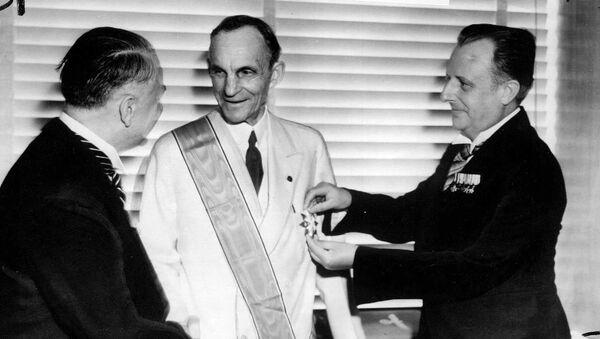 Henry Ford recibe la Gran Cruz del Águila Alemana - Sputnik Mundo