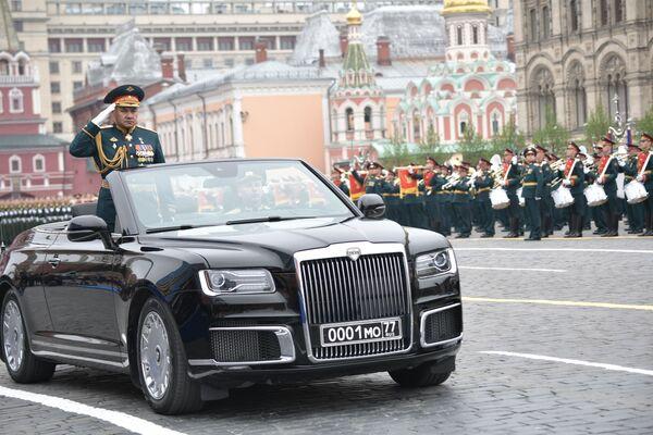 Министр обороны России Сергей Шойгу на военном параде на Красной площади в Москве - Sputnik Mundo