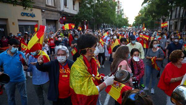 Protestas en España durante el brote de coronavirus - Sputnik Mundo