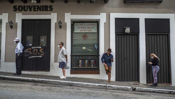 Una cola en una tienda de Puerto Rico - Sputnik Mundo