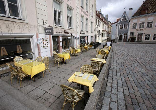 Una calle vacía en Estonia