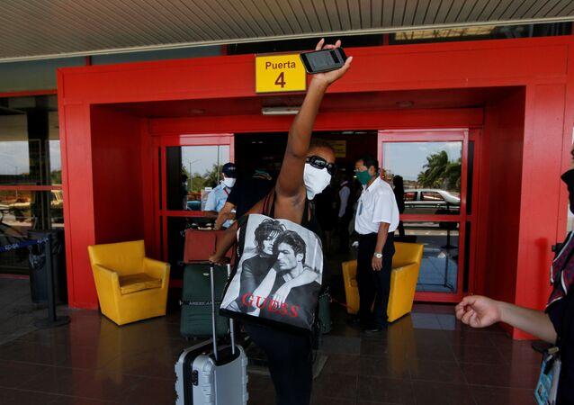 Un pasajero en el aeropuerto de La Havana