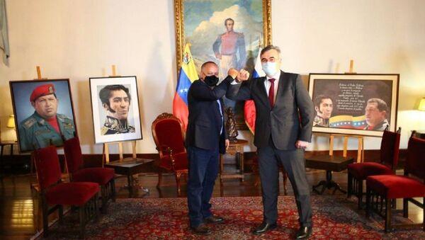 El presidente de la Asamblea Nacional Constituyente de Venezuela, Diosdado Cabello, y el embajador de Rusia en Caracas, Serguéi Melik-Bagdasárov - Sputnik Mundo