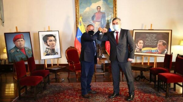 El presidente de la Asamblea Nacional Constituyente de Venezuela, Diosdado Cabello, y el embajador de Rusia en Caracas, Serguéi Melik-Bagdasárov (archivo) - Sputnik Mundo