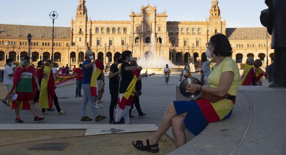 Cacerolada contra el Gobierno en Sevilla