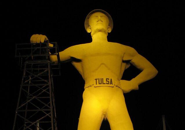 Escultura gigante del Perforador Dorado en Tulsa, EEUU