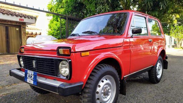 Un antiguo Lada Niva, a la venta en Colombia - Sputnik Mundo