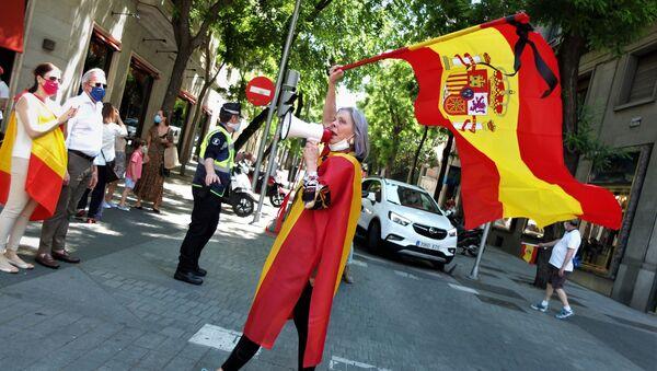 Una asistente a las marchas contra el Gobierno el 23 de mayo en Madrid - Sputnik Mundo