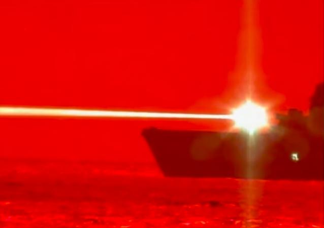 EEUU pone a prueba un cañón láser naval capaz de abatir drones | Vídeo