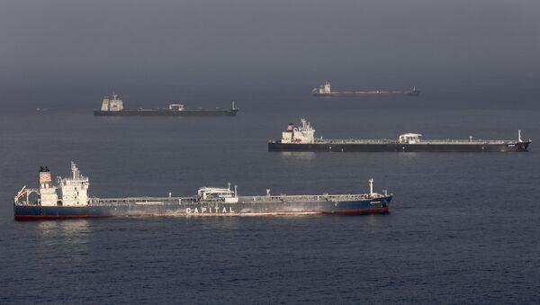 Petroleros en la costa de EEUU (el 28 de abril de 2020) - Sputnik Mundo