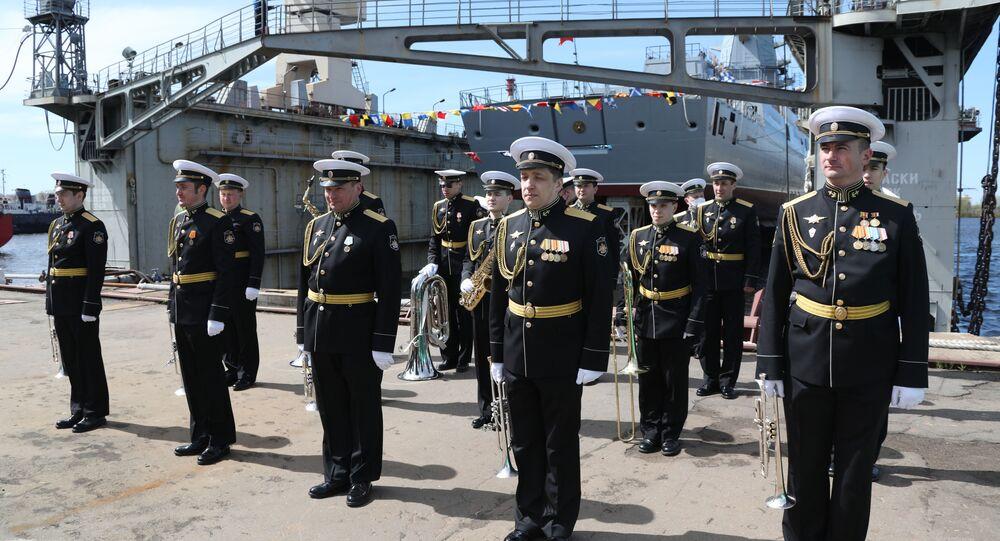 La botadura de la fragata Almirante Golovko