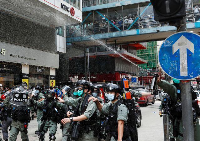 La Policía de Hong Kong usa gases lacrimógenos contra manifestantes