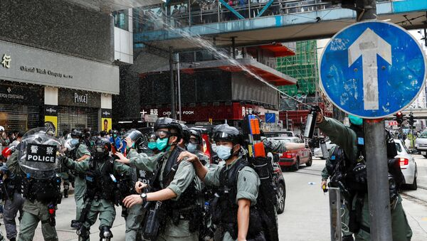 La Policía de Hong Kong usa gases lacrimógenos contra manifestantes - Sputnik Mundo