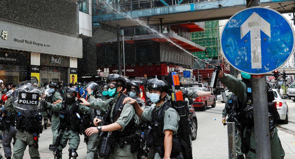 La Policía de Hong Kong usa gases lacrimógenos contra ...