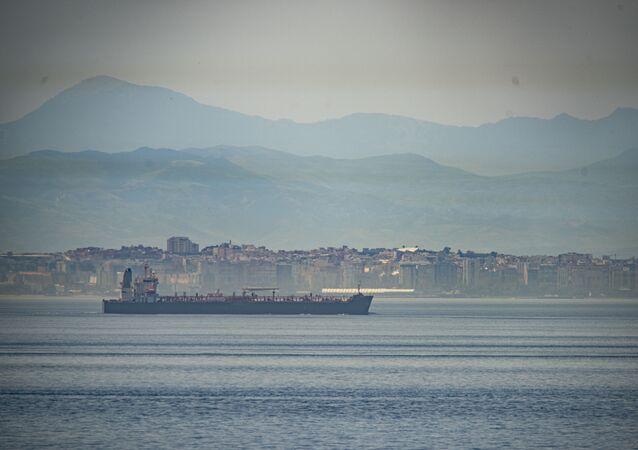 Uno de los buques iraníes con destino a Venezuela navega en aguas internacionales (archivo)