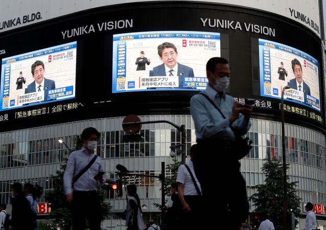 Transmisión de un discurso de Shinzo Abe, el primer ministro de Japón