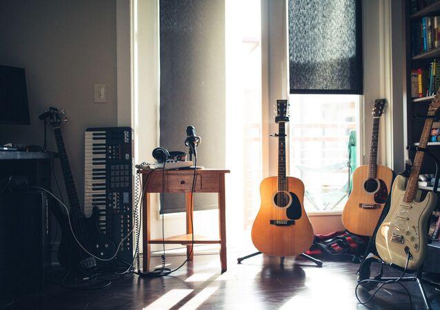 Instrumentos musicales en casa