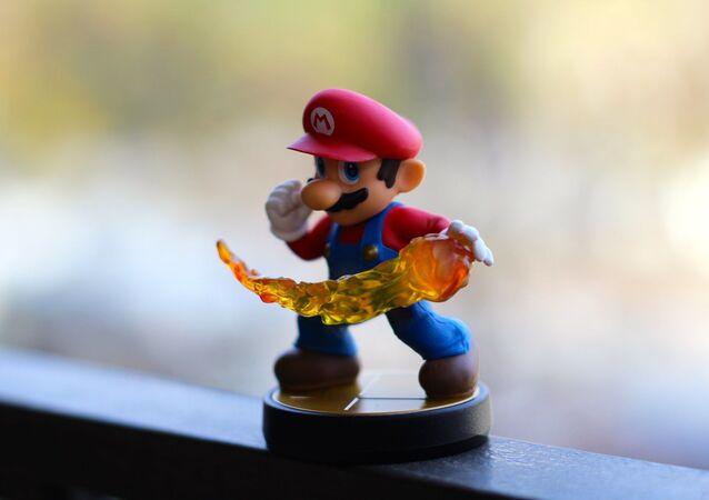 Un muñeco de Super Mario Bros