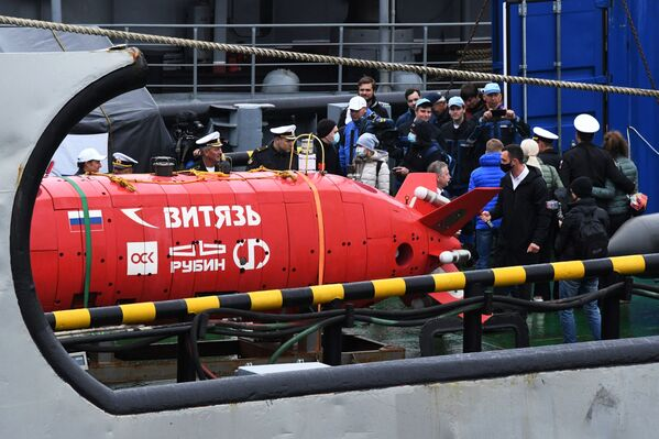 Cómo un vehículo submarino ruso llega al punto más profundo de la fosa de las Marianas   - Sputnik Mundo
