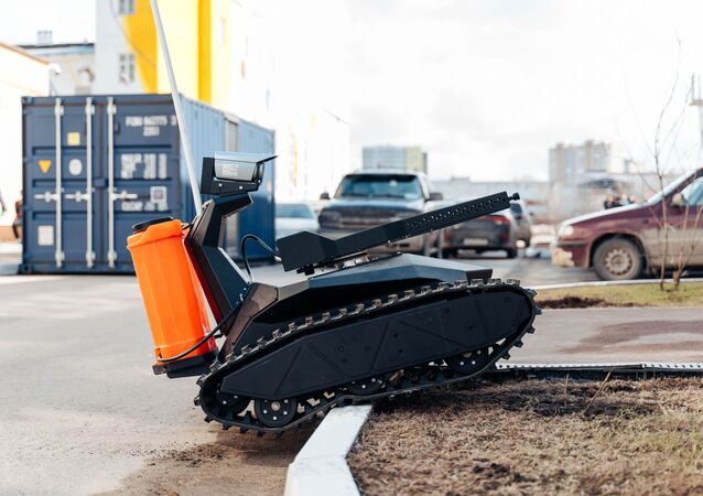 Scorpion, un robot de la compañía rusa Promobot para el combate al coronavirus