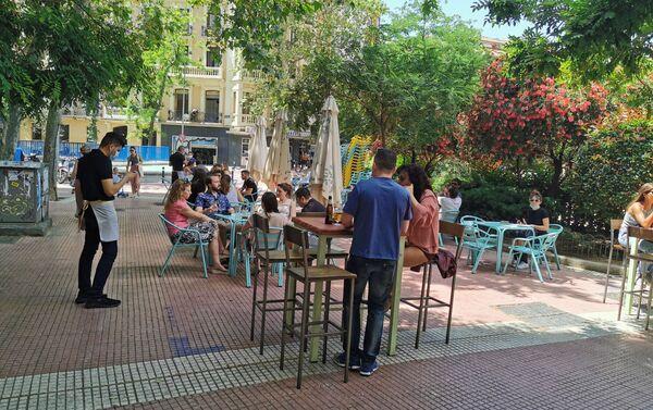 Terraza en la plaza de Olavide (Madrid) - Sputnik Mundo