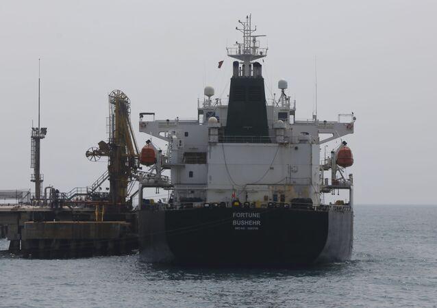 El petrolero iraní en el puerto de Venezuela