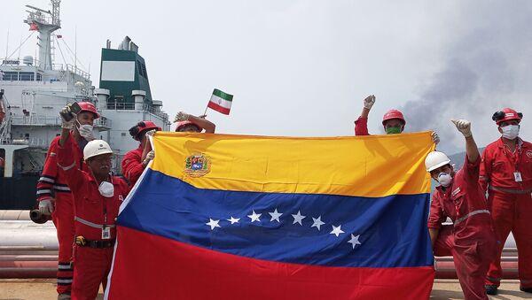 Dos de los cinco barcos petroleros iraníes ya llegaron a Venezuela. El primero, el Fortune, atracó en la refinería El Palito. El arribo de los tanqueros en medio del bloqueo y desabastecimiento de gasolina que vive el país significa un hecho de trascendencia geopolítica - Sputnik Mundo