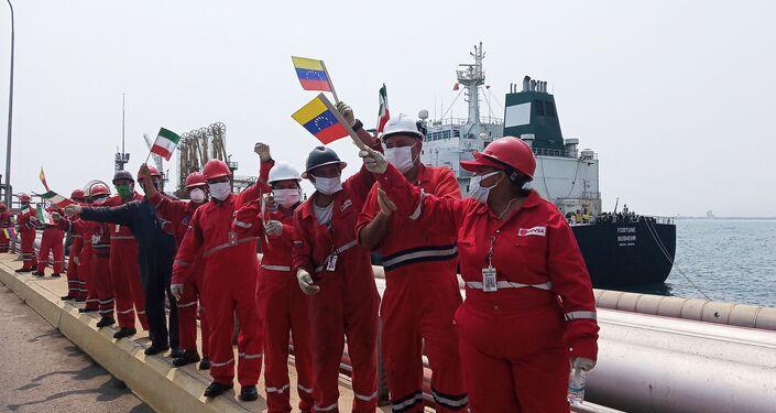 Bienvenida al barco petrolero iraní Fortune en la refinería El Palito, en Venezuela