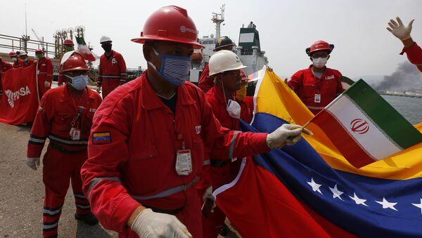 Banderas venezolanas e iraníes reciben a los barcos llegados desde Irán - Sputnik Mundo
