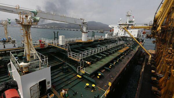 Un petrolero iraní anclado en Venezuela - Sputnik Mundo