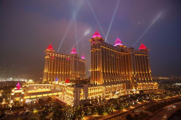 The complex of Galaxy Macau is illuminated in Macau - Sputnik Mundo