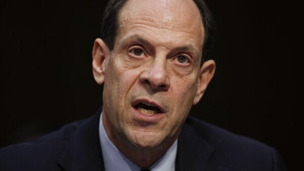 Glenn Fine, inspector general adjunto principal del Departamento de Defensa de EEUU - Sputnik Mundo