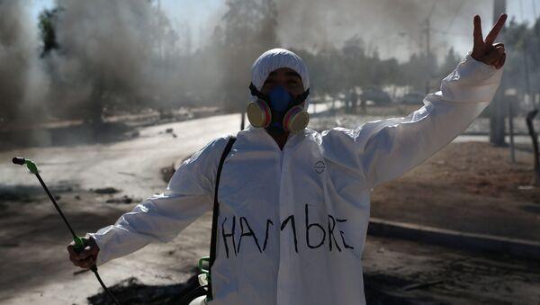 Protestas en Santiago durante el brote de coronavirus en Chile - Sputnik Mundo