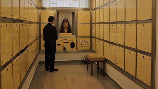 Nichos en la parroquia San Isidro Labrador de Leganés, en Madrid - Sputnik Mundo