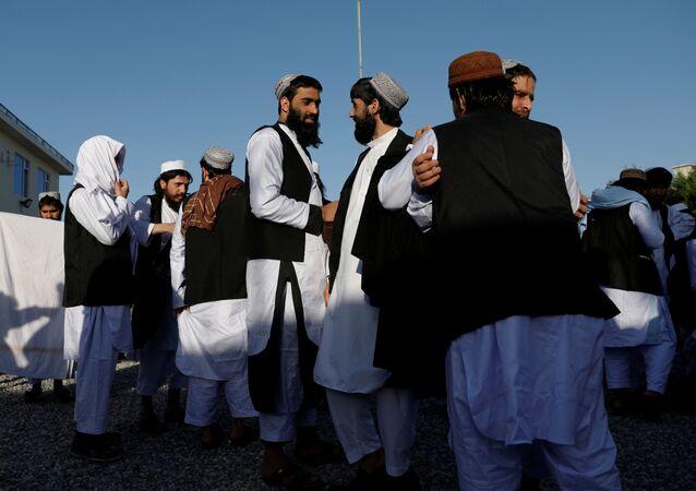 Prisioneros talibanes liberados en Afganistán