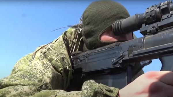 Francotiradores rusos ponen a prueba la puntería de sus fusiles de gran calibre Kord - Sputnik Mundo