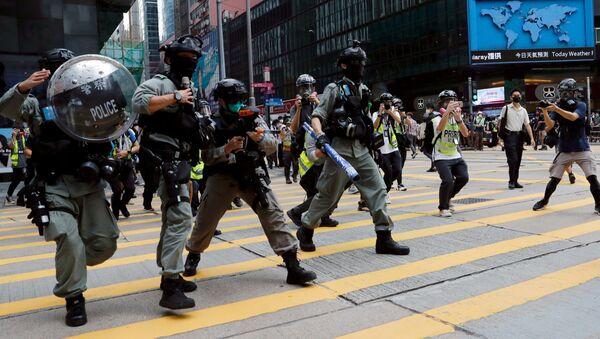 Protestas en Hong Kong antes del inicio del debate parlamentario sobre el himno nacional de China - Sputnik Mundo