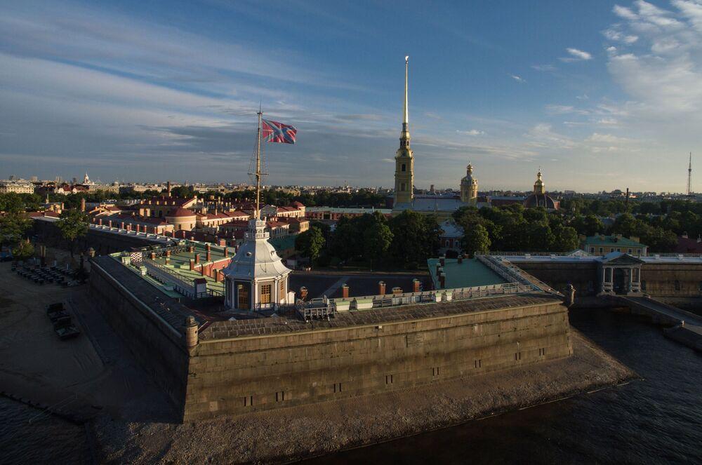 La fortaleza de San Pedro y San Pablo es un monumento único de la arquitectura rusa en el que trabajaron varios arquitectos.