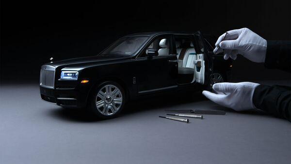 Una réplica a escala 1:8 de un Rolls-Royce Cullinan - Sputnik Mundo