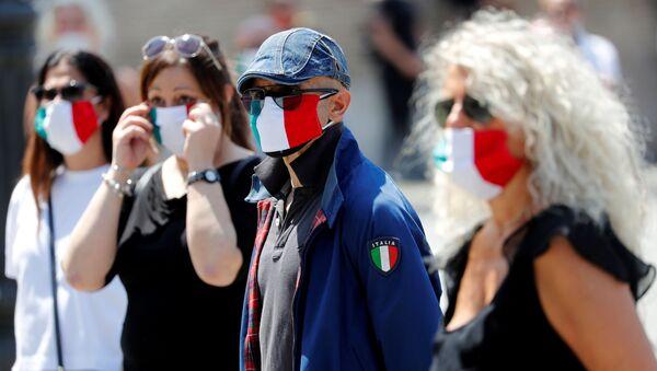 Italianos durante la cuarentena por COVID-19 - Sputnik Mundo