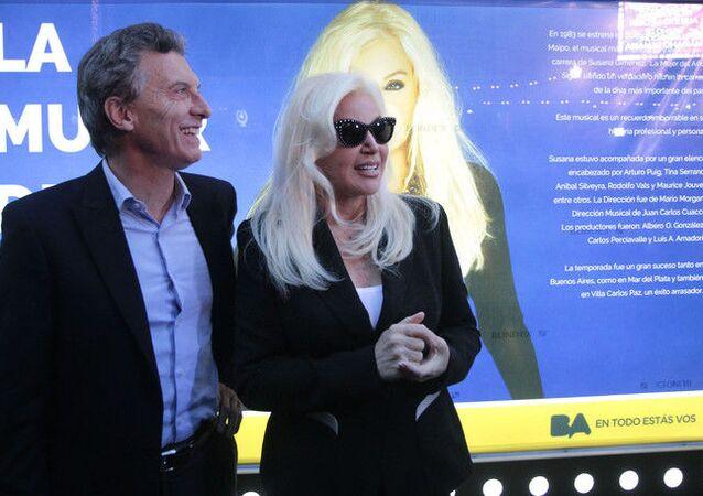 La estrella de televisión argentina Susana Giménez junto a Mauricio Macri en 2015