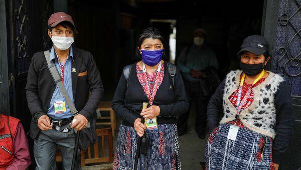 Unas personas con mascarillas durante el brote de coronavirus en Guatemala - Sputnik Mundo
