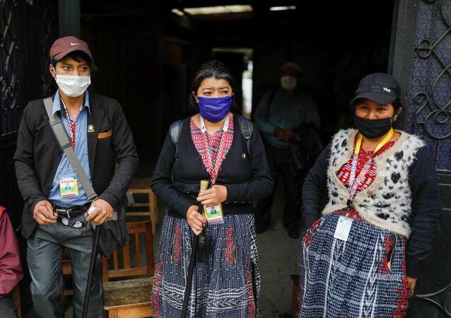 Unas personas con mascarillas durante el brote de coronavirus en Guatemala