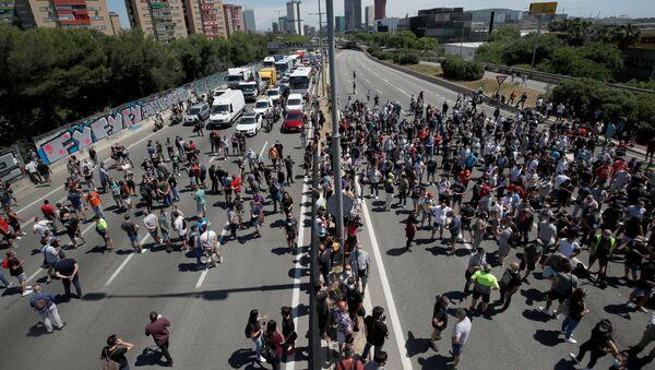 Los trabajadores de Nissan en Barcelona inician protestas por cierre de la fábrica - Sputnik Mundo