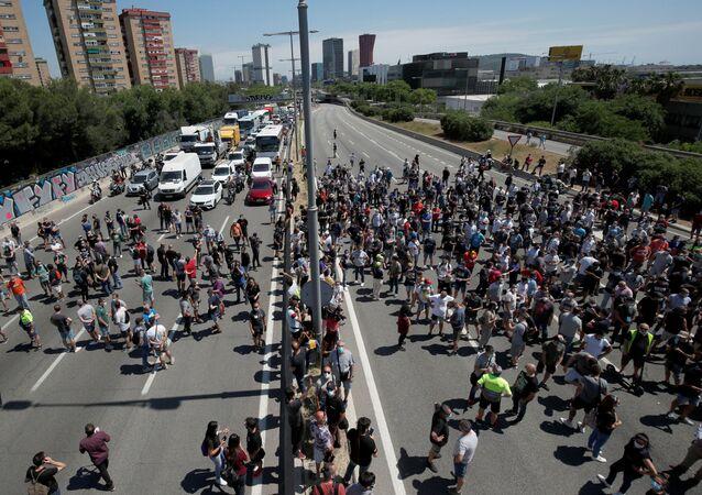 Los trabajadores de Nissan en Barcelona inician protestas por cierre de la fábrica