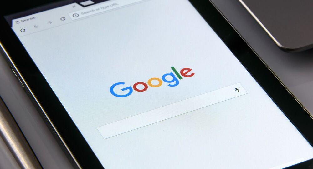 Una tableta con el buscador de Google
