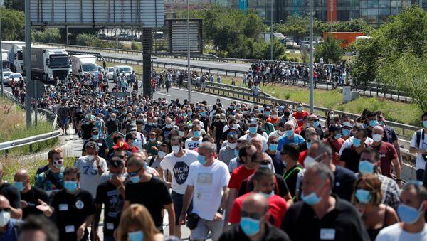 Protesta de los trabajadores de Nissan en Barcelona - Sputnik Mundo