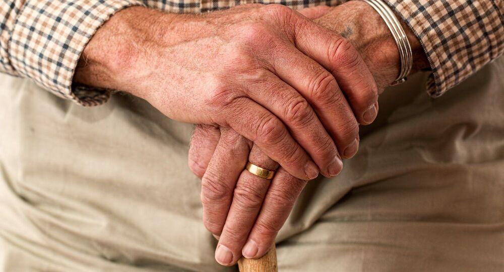 Manos de un anciano (imagen referencial)