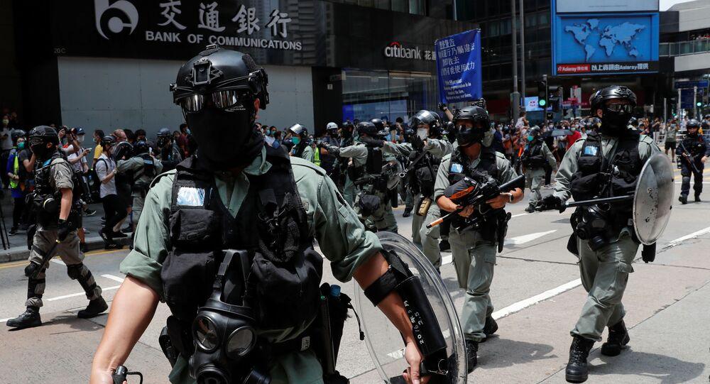 Policía antidisturbios durante las protestas en Hong Kong